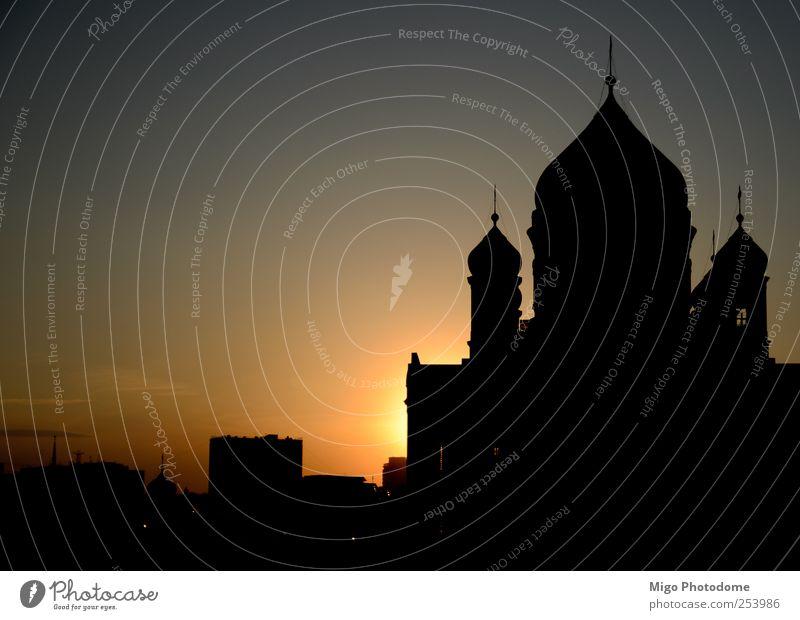 Stadt Sonne schwarz Landschaft Architektur Gebäude Fassade gold Kirche Fluss Russland Dom Hauptstadt eckig Westen Kathedrale