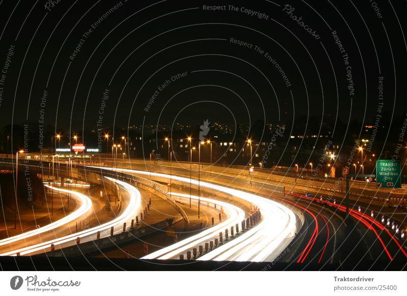 Nacht über der Autobahn Straße Schilder & Markierungen Verkehr Scheinwerfer Autobahnauffahrt