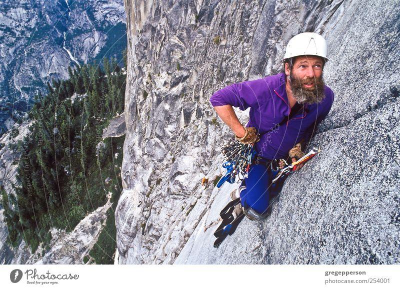 Kletterer steigen auf die Half Dome. Leben Abenteuer Sport Klettern Bergsteigen Erfolg Seil maskulin Mann Erwachsene 1 Mensch 30-45 Jahre Helm Vollbart