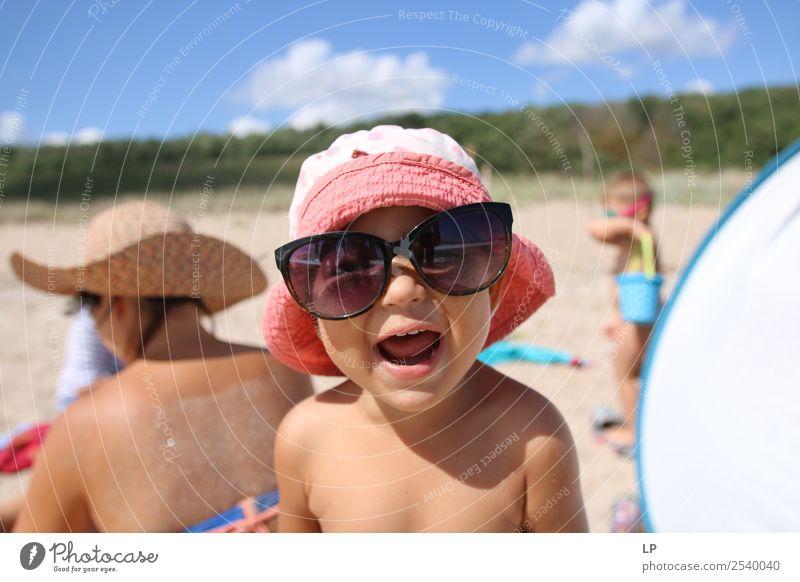 Glück mit Sonnenbrille Lifestyle Freude Wellness Leben Wohlgefühl Zufriedenheit Sinnesorgane Freizeit & Hobby Spielen Sommer Sommerurlaub Sonnenbad Strand