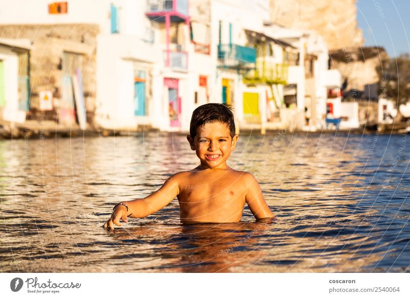 Kind Mensch Natur Ferien & Urlaub & Reisen Sommer schön grün Meer Freude Strand Lifestyle Leben natürlich Küste Glück Gebäude