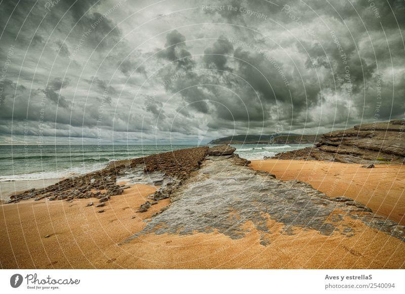 Himmel Natur Landschaft weiß Wolken Strand schwarz kalt Küste orange grau Felsen Horizont frei Abenteuer authentisch