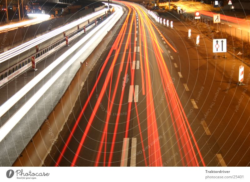 Nacht über der Autobahn 2 Verkehr Autobahn Scheinwerfer Spurwechsel