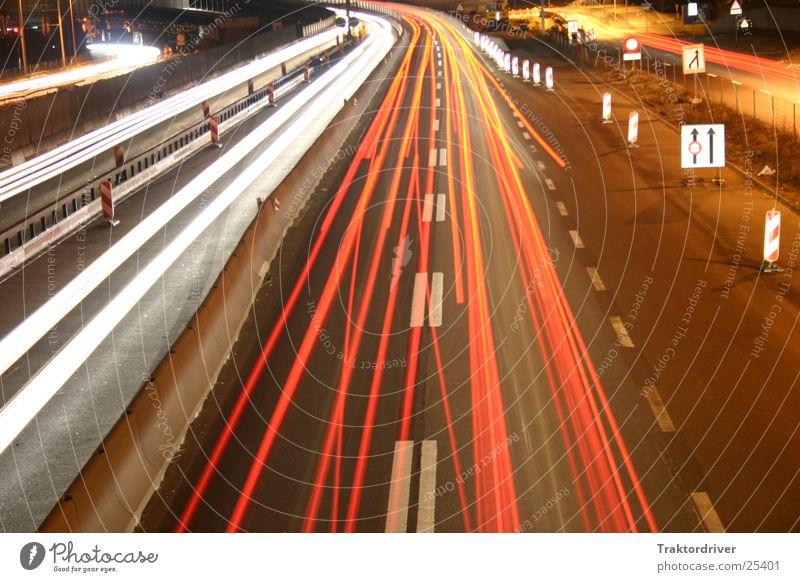 Nacht über der Autobahn 2 Verkehr Scheinwerfer Spurwechsel