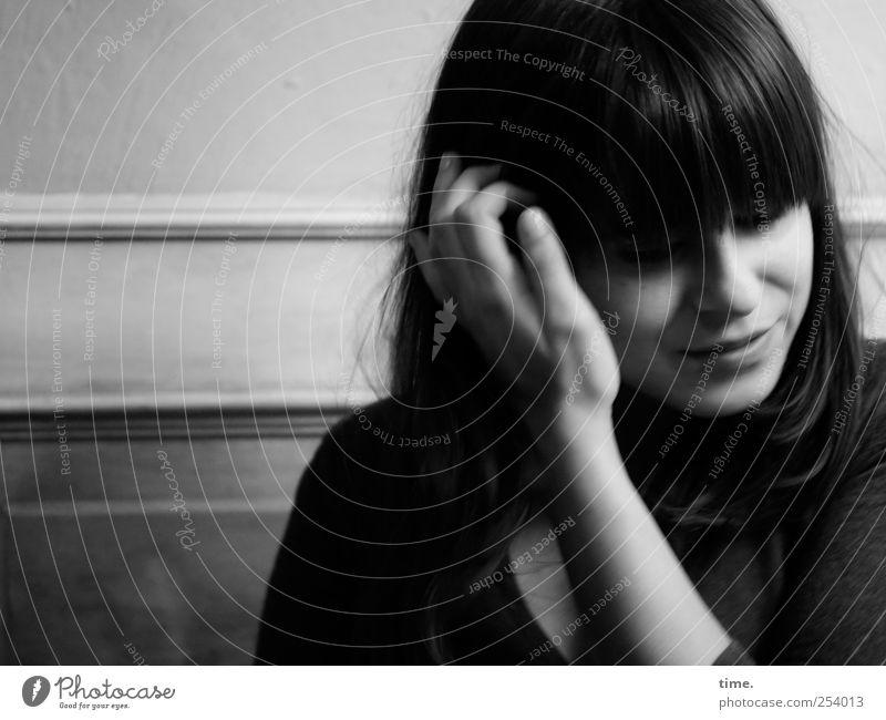 You Can Call Me J. Frau Hand Gesicht feminin Leben Erwachsene Haare & Frisuren träumen Stimmung elegant ästhetisch nachdenklich Stolz Enttäuschung verlegen