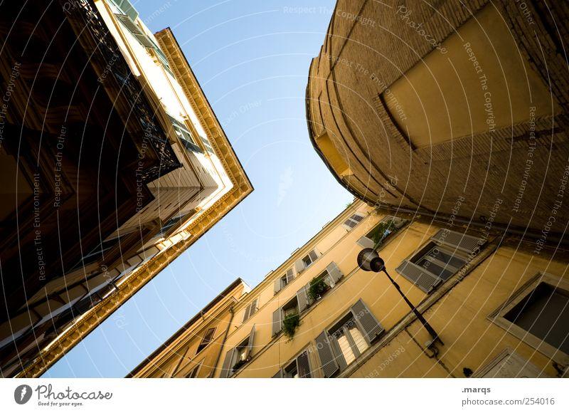> Wolkenloser Himmel Rom Italien Haus Bauwerk Gebäude Architektur Fassade Fenster eckig einfach groß hoch rund ästhetisch Häusliches Leben himmelwärts