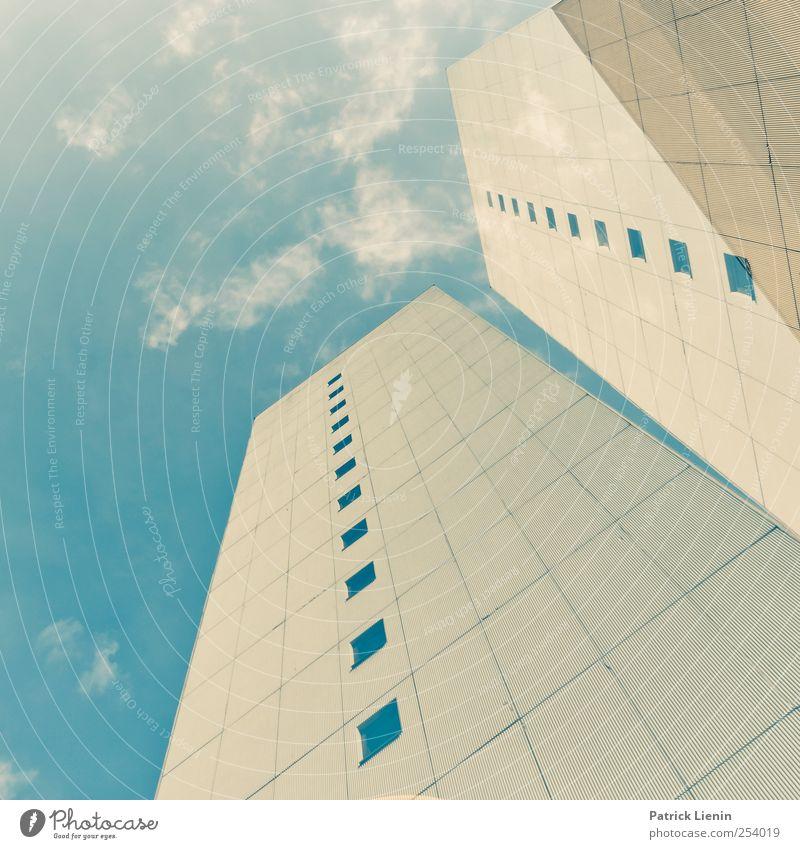 Großstadt Urelemente Himmel Wolken Stadt Menschenleer Hochhaus Bankgebäude Bauwerk Gebäude Architektur Mauer Wand Umzug (Wohnungswechsel) Fenster Linie gelb