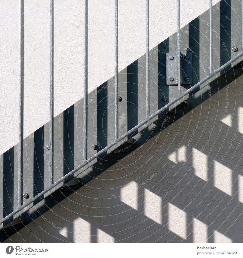 STEP BY STEP zur 50 schwarz kalt Wand Mauer grau Stil Linie Fassade Treppe elegant Häusliches Leben modern Beton Sicherheit Streifen rein