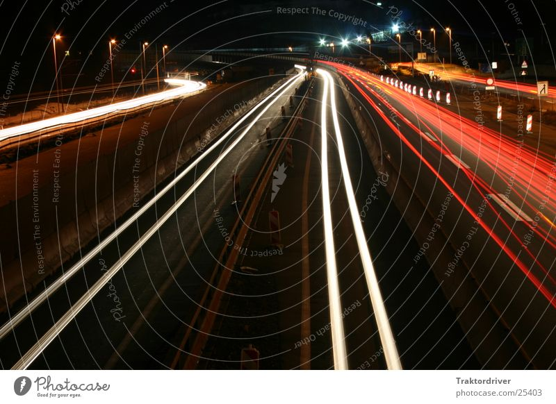 Immer schön geradeaus Autobahn Licht Langzeitbelichtung Verkehr Scheinwerfer