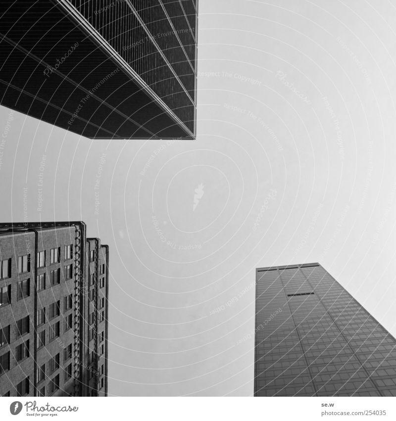 Komposition - 3 Körper und Linien Wolkenloser Himmel New York City Stadt Skyline Haus Hochhaus Architektur Fassade eckig Klischee Kraft Fernweh Zufriedenheit