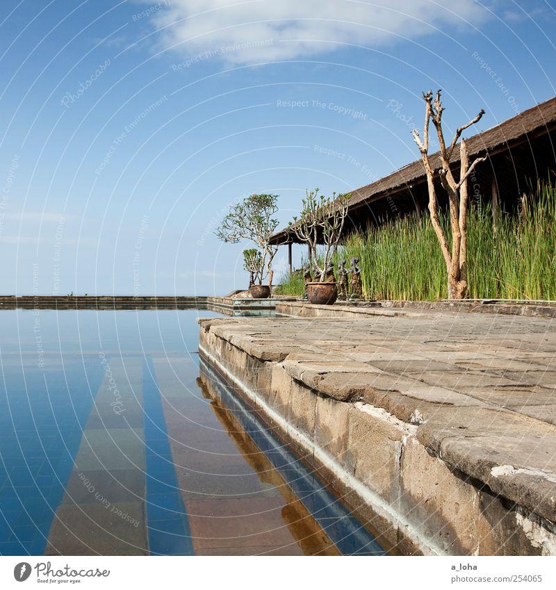 Nyang-Nyang alt Pflanze Ferien & Urlaub & Reisen ruhig Haus Wand Mauer Stein Linie Horizont Streifen Schwimmbad Klarheit Hotel Schönes Wetter Fernweh