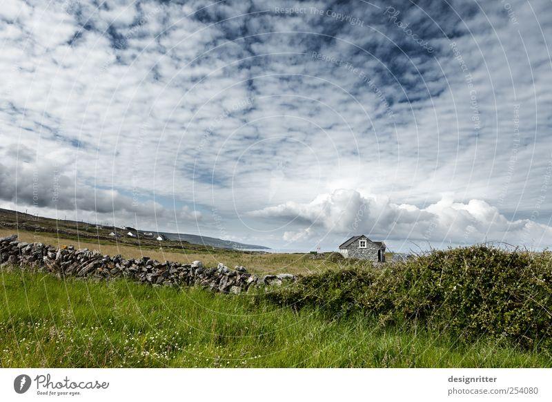 Traumland Sommer Meer Wolken ruhig Einsamkeit Haus Ferne Leben Wiese Wand Umwelt Landschaft Küste Mauer Stein Wetter