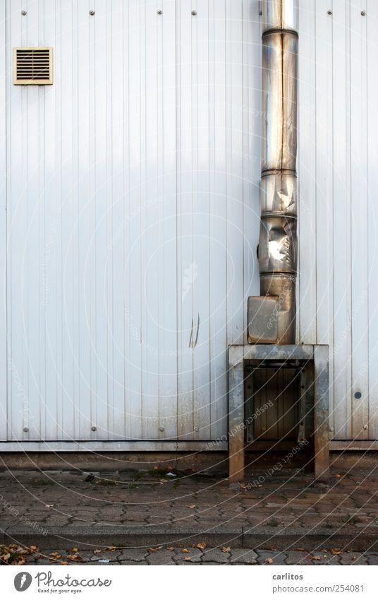 Die höchste Konservendose der Welt Bauwerk Fassade Schornstein alt Abluft Lüftungsklappe Edelstahl Blech Bürgersteig Pflastersteine Beton Verfall Beule verbeult
