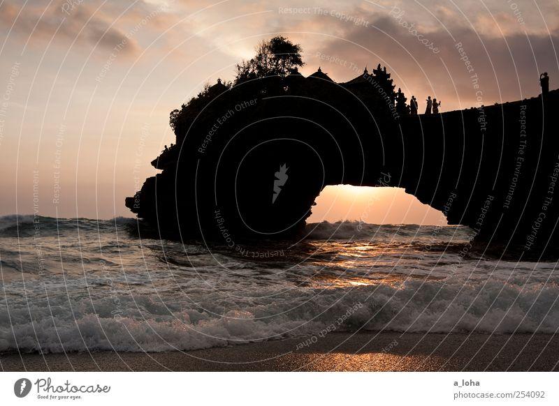 Temples Menschengruppe Urelemente Sand Wasser Himmel Wolken Schönes Wetter Felsen Wellen Küste Strand Meer Fernweh rein Ferien & Urlaub & Reisen