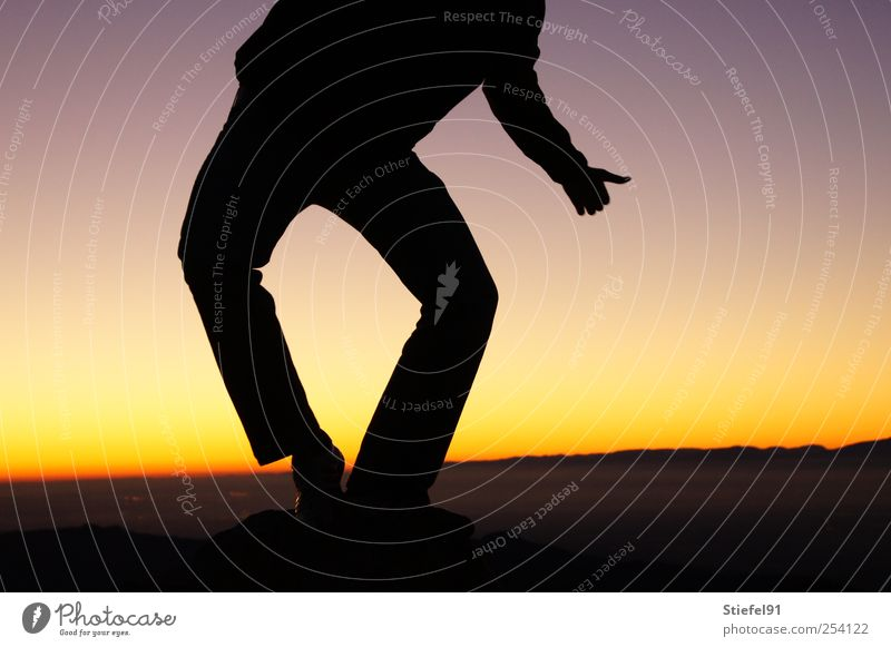 Sonnentramper Beine 1 Mensch Landschaft Himmel Sonnenaufgang Sonnenuntergang Sonnenlicht Bewegung stehen einfach frei Unendlichkeit Gefühle Glück Zufriedenheit