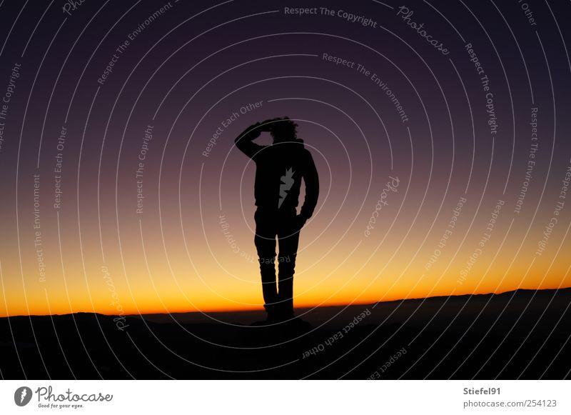 Blick in die Ferne Sonne maskulin 1 Mensch Landschaft Himmel Nachthimmel Horizont Sonnenaufgang Sonnenuntergang stehen frei gigantisch groß selbstbewußt