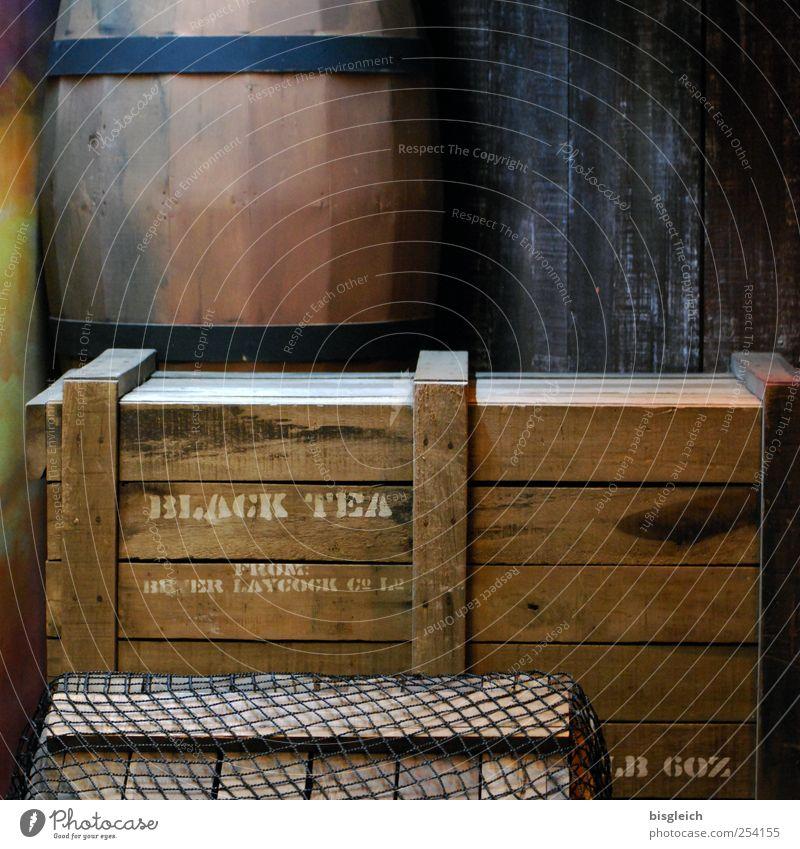 Black Tea Tee Handel Güterverkehr & Logistik Kiste Fass Holz alt braun Farbfoto Gedeckte Farben Innenaufnahme Menschenleer Kunstlicht Teekiste Schwarzer Tee