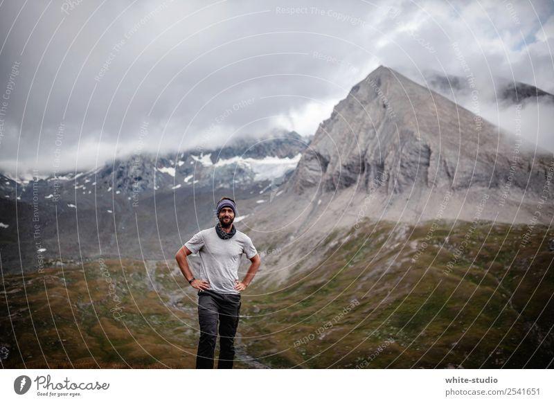 Von da oben kam er her! Mann Erwachsene 30-45 Jahre wandern Bergsteiger Bergsteigen Wanderausflug Hohen Tauern NP Nationalpark Gipfel Berge u. Gebirge Bergkette