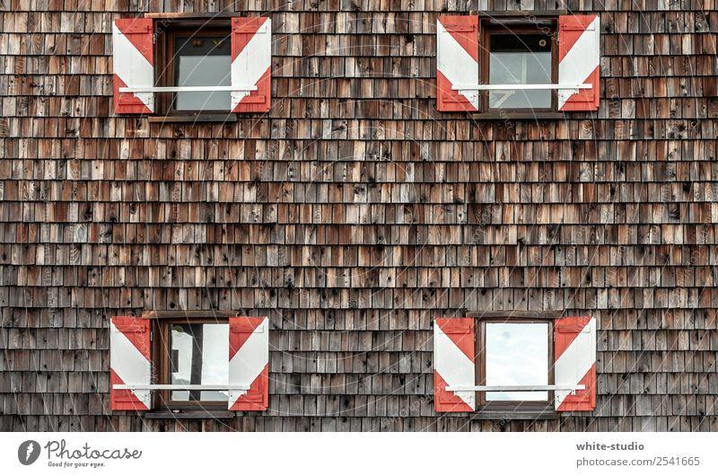 Berghütte Haus wandern Hüttenurlaub Fassade Fassadenverkleidung Dachziegel Schindeldach Fenster Fensterladen Holzverschalung Tradition Architektur Bauwerk