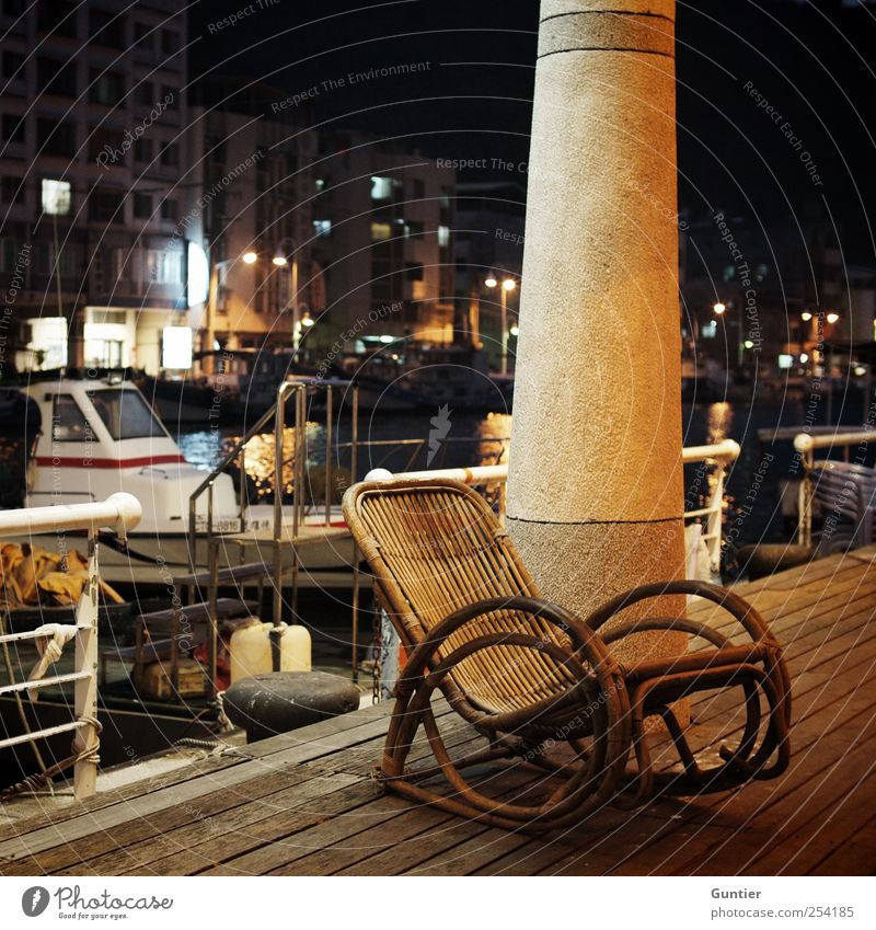 Seemannsgarn und Pfeife weiß Stadt Meer Haus gelb Erholung Holz Stein Wasserfahrzeug braun Hafen Asien Säule maritim Reling Nachtaufnahme