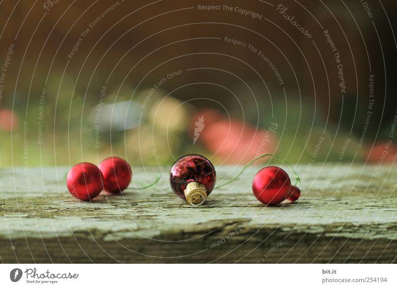 Weihnachtsgrüße an den Nachbarn Natur Weihnachten & Advent alt rot Winter schwarz dunkel Holz klein gold glänzend Wohnung liegen Lifestyle Häusliches Leben
