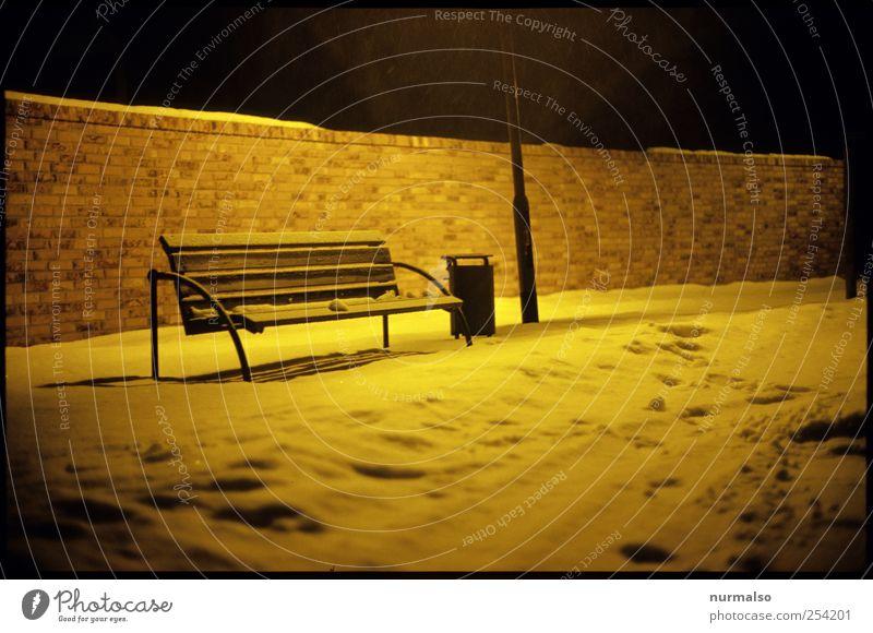 kalt und allein Natur Winter ruhig Einsamkeit Erholung dunkel Schnee Umwelt Stimmung Eis ästhetisch Klima trist Frost Fußspur