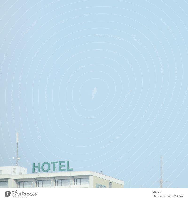 5 Sterne Ferien & Urlaub & Reisen Tourismus Haus Schriftzeichen Hotel Wolkenloser Himmel himmelblau Farbfoto Gedeckte Farben Außenaufnahme Menschenleer