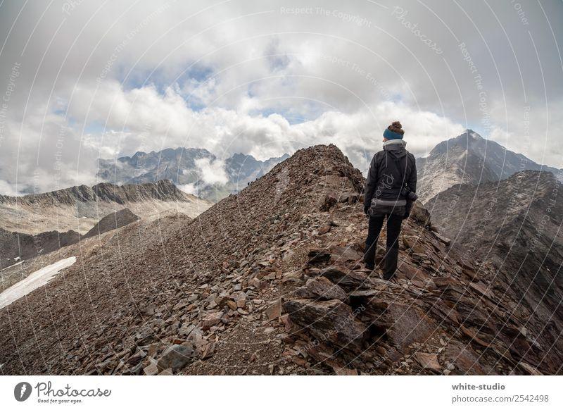 Willkommen Mordor Frau Erwachsene wandern Gipfel Berge u. Gebirge Bergsteigen Bergsteiger Bergkamm Klettern Abenteuer bedrohlich Aussicht Panorama (Aussicht)