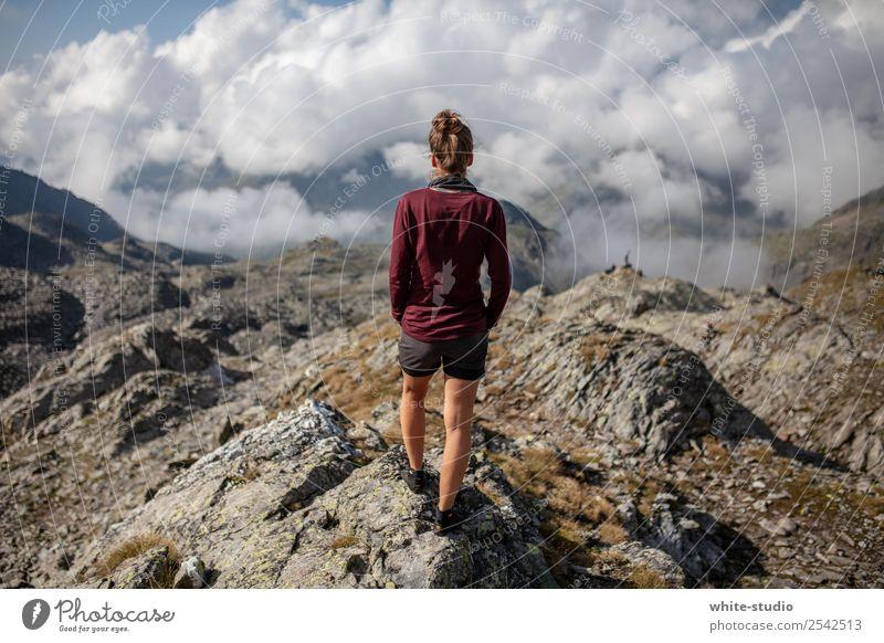Mordor Frau Mensch Natur Jugendliche Sommer Landschaft Einsamkeit Berge u. Gebirge 18-30 Jahre Erwachsene Umwelt feminin Sport Freiheit Zufriedenheit wandern