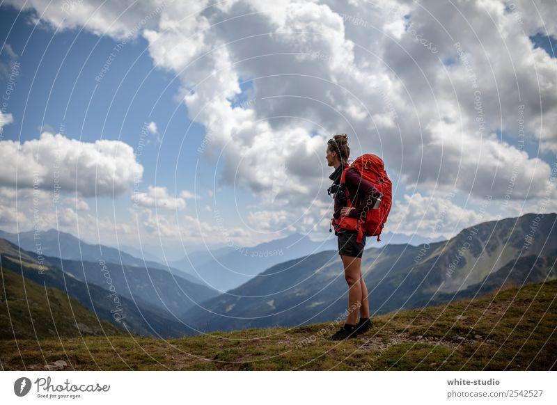 Wandersmoidl Frau rot Ferne Berge u. Gebirge Erwachsene wandern Abenteuer Zukunft Bergsteigen Rucksack Rucksacktourismus Rucksackurlaub