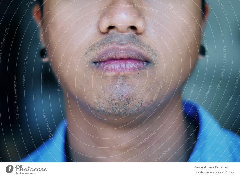 was schönes. Mensch Jugendliche blau schön kalt Erwachsene Mund maskulin Lippen 18-30 Jahre Bart Kinn Dreitagebart Schmollmund