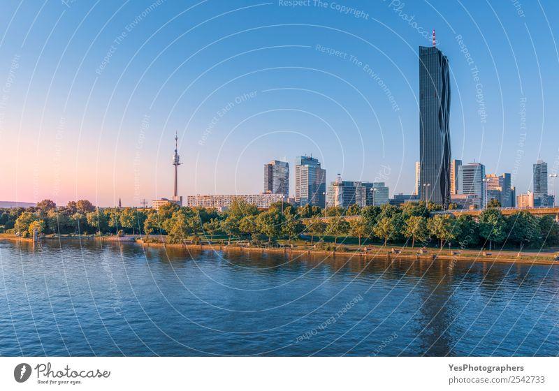 Skyline des Donauquartiers in Wien Hauptstadt Hochhaus Architektur Sehenswürdigkeit Wahrzeichen modern Donau Fluss Donau-Kreis Mehrfamilienhäuser Atmosphäre