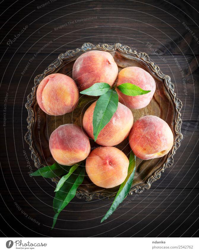 Frische reife Pfirsiche Frucht Dessert Ernährung Vegetarische Ernährung Schalen & Schüsseln Gartenarbeit Blatt Holz frisch natürlich saftig gelb grün rot roh