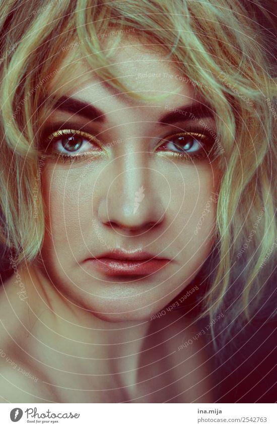 _ Mensch feminin 1 Haare & Frisuren blond fantastisch einzigartig Gefühle Stimmung selbstbewußt Erfolg Kraft Willensstärke Gelassenheit Hochmut Stolz eitel