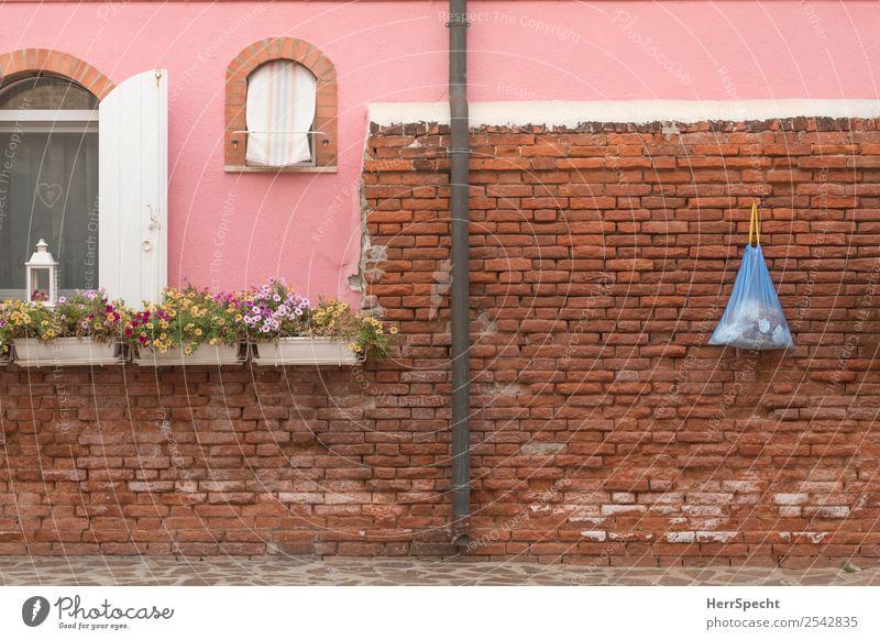 Hängepartie Venedig Burano Italien Fischerdorf Kleinstadt Altstadt Menschenleer Haus Bauwerk Gebäude Architektur Mauer Wand Fenster Dachrinne