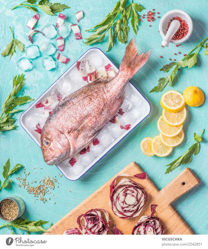 Dorado Fisch auf Küchentisch mit Zutaten Gesunde Ernährung Foodfotografie Gesundheit Lebensmittel Stil rosa Design Kräuter & Gewürze Bioprodukte Restaurant