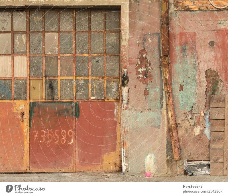 accidential wall art Venedig Haus Bauwerk Gebäude Mauer Wand Tür Stein Glas Metall Ziffern & Zahlen alt außergewöhnlich einzigartig trashig trist Stadt