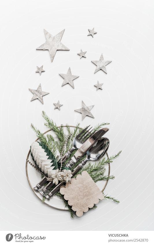 Festliche Tischdekoration für Weihnachtsdinner Ernährung Festessen Geschirr Teller Besteck elegant Stil Design Winter Häusliches Leben Party Veranstaltung