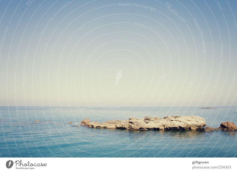 big blue sea Umwelt Natur Landschaft Urelemente Erde Wasser Himmel Wolkenloser Himmel Horizont Sonne Schönes Wetter Wellen Küste Meer Insel blau Stein steinig