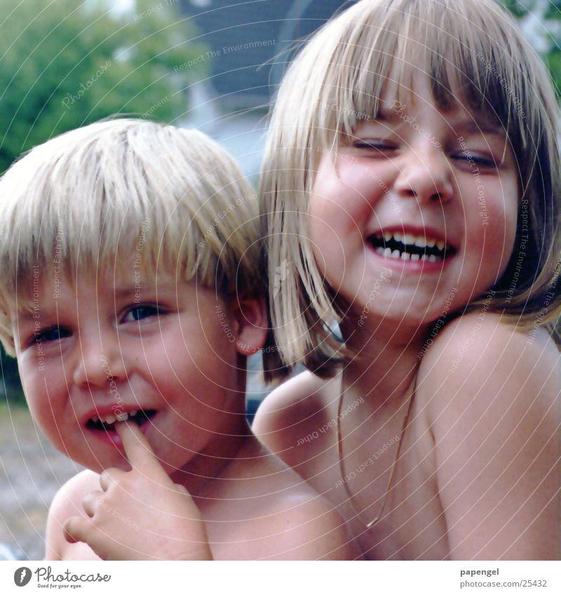 Kinderglück Sommer Freude Familie & Verwandtschaft lachen Geschwister