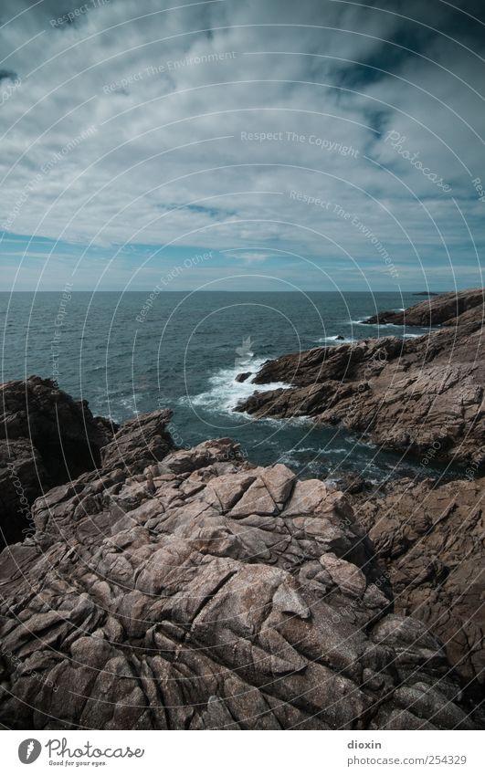 Wild One Tourismus Ausflug Ferne Freiheit Sommer Sommerurlaub Meer Insel Wellen Umwelt Natur Landschaft Himmel Wolken Küste Atlantik La Côte sauvage Felsküste