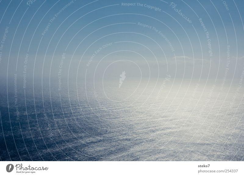 unendliche Weiten Himmel Wasser blau Meer ruhig Ferne Erde Horizont glänzend Unendlichkeit Wolkenloser Himmel übergangslos