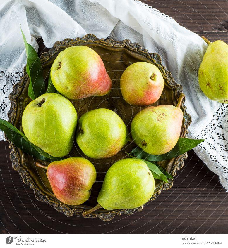 reife grüne Birnen Frucht Ernährung Vegetarische Ernährung Diät Teller Tisch Natur Blatt Holz Essen frisch natürlich saftig gelb Hintergrund rustikal