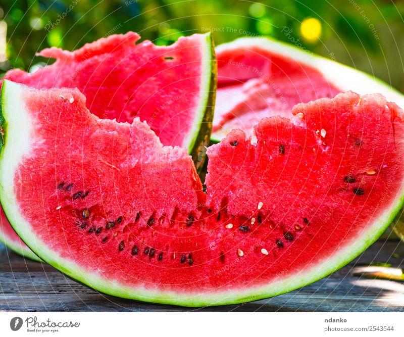 Scheibe reife rote Wassermelone Frucht Süßwaren Ernährung Vegetarische Ernährung Sommer Tisch Natur Holz frisch lecker natürlich saftig grün Farbe organisch