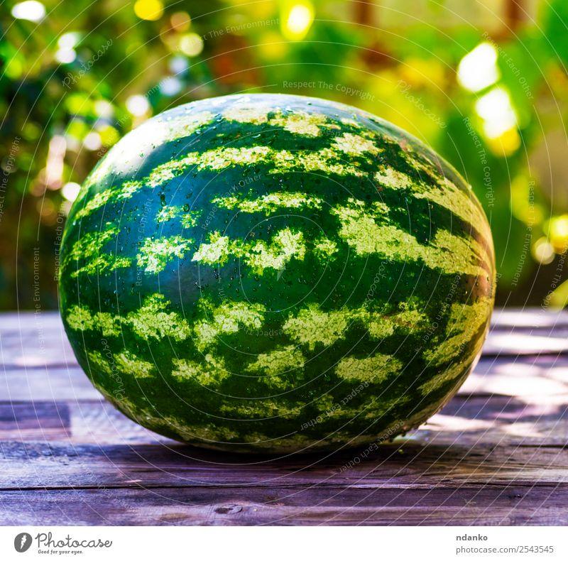 reife grüne runde Wassermelone Frucht Ernährung Vegetarische Ernährung Sommer Sonne Tisch Natur Holz Essen frisch natürlich saftig Farbe ganz Hintergrund