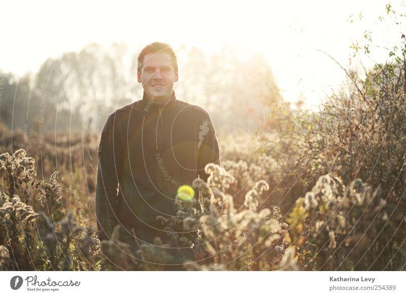 november sun Mensch Mann Erwachsene Erholung Umwelt Wiese Herbst Feld Freizeit & Hobby wandern Ausflug authentisch Schönes Wetter Freundlichkeit Lebensfreude brünett