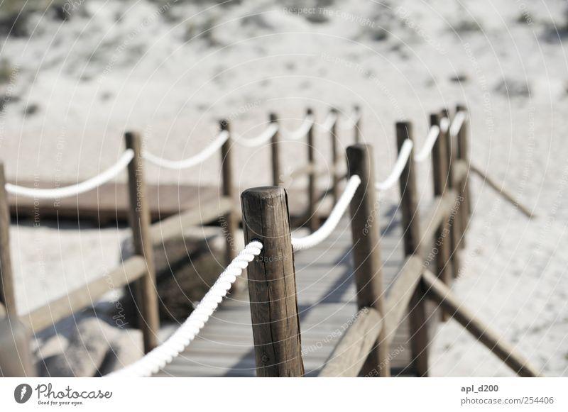 Zum Strand Sonne Ferien & Urlaub & Reisen Sommer Strand grau Wege & Pfade braun Abenteuer Tourismus authentisch stehen Steg Sommerurlaub Vorfreude