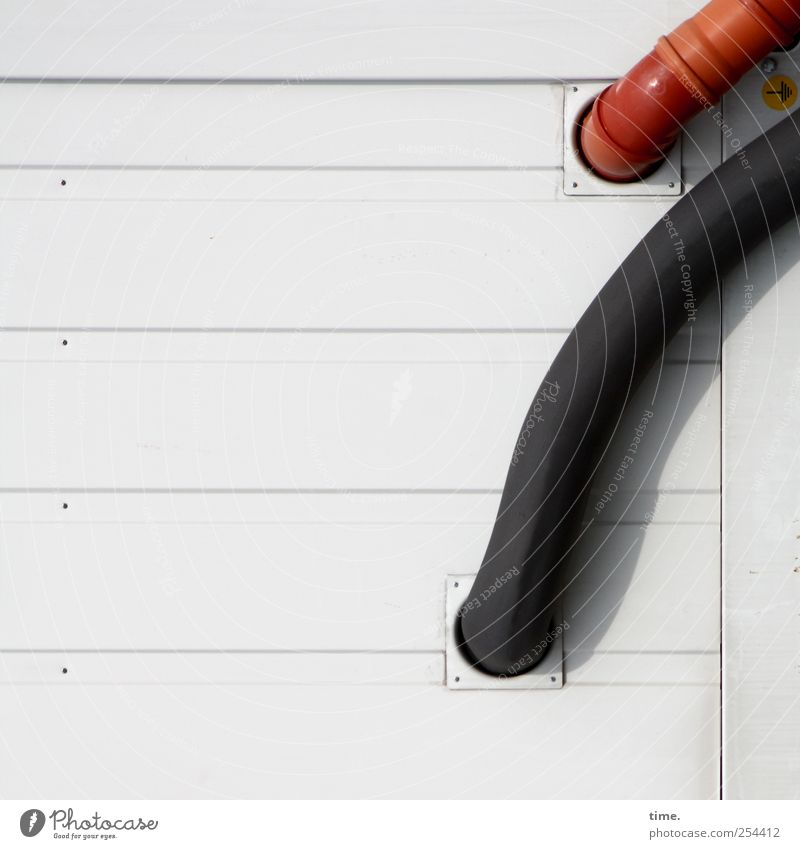 reicherwerdensexybleiben* rot schwarz Wand Mauer Gebäude Baustelle diagonal Loch Röhren Eingang parallel horizontal Ausgang