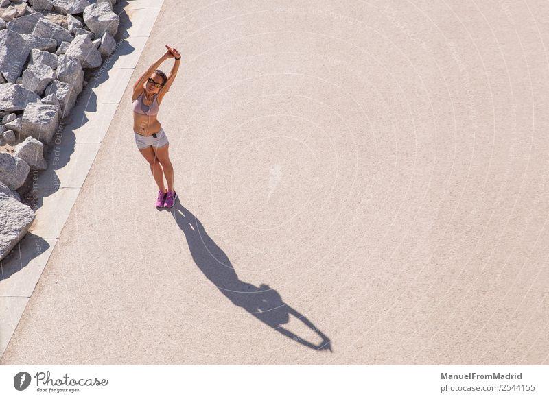 weibliche Läuferin beim Strecken Lifestyle Glück schön Körper Wellness Sommer Sport Joggen Mensch Frau Erwachsene Fitness strecken Overhead Training Mädchen