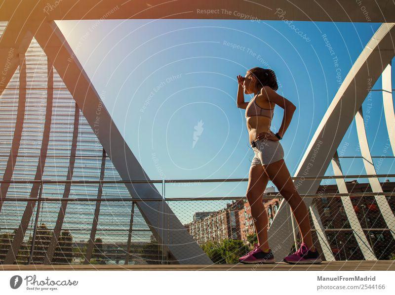 Läuferinnenporträt Lifestyle Glück schön Körper Wellness Sommer Sport Joggen Mensch Frau Erwachsene Fitness rennen Abtasthorizont Training Mädchen laufen Jogger